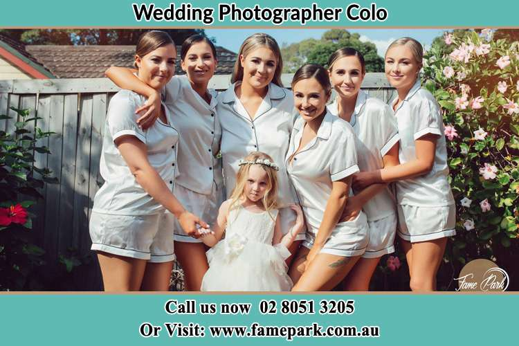 Photo of the Bride and the bridesmaids with the flower girl Colo NSW 2756